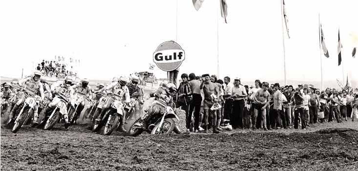 In 1980 werd de finale van het WK ook in Luxemburg verreden. De Coster (5) reed er zijn laatste GP en won beide heats. Malherbe (3) werd die dag wereldkampioen en Lackey (4) reed nog op Kawasaki. Vromans reed zijn eerste seizoen voor Yamaha en zit bij de start net achter zijn team genoot Hakan Carlqvist (3).