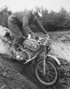 Endurorijden was een passie van Gerrit. In 1970 reed hij een paar Nederlandse wedstrijden op een dikke BMW boxer, waarmee hij in 1972 zelfs in zijn eerste zesdaagse zou starten.