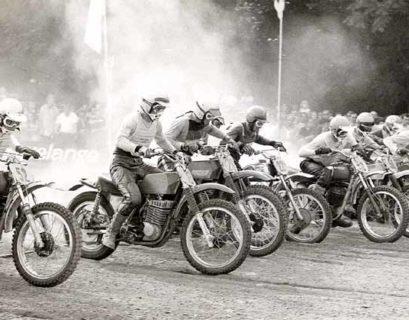 De start van de 500 cc GP op de legendarische Citadel van Namen in 1970, met in het midden Henk Knuiman (22).