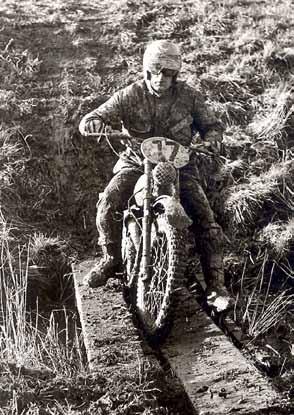 Endurorijden werd Knuimans grote passie. Hier een actie in de enduro van Blija in 1973.