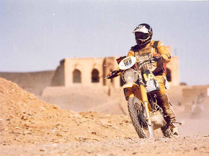 Knuiman in actie in 1982 op de Yamaha XT in de Dakar rally.