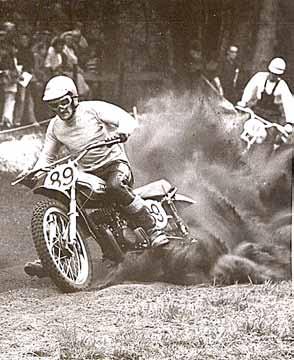 De enige cross die Tijhuis ooit won was in Borculo in 1971, met een Suzuki RM400.