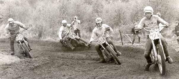 De 500 cc senioren in actie in Doetinchem in 1971: Arno Dreezen (H6), Frans Karsmakers (73), Peter Willems (H14) en Jan van Beek (H26).
