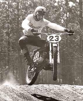 In 1971 werkte Vink bij Jamathi en reed hij zondags op een prototype van de Jamathi-crosser.