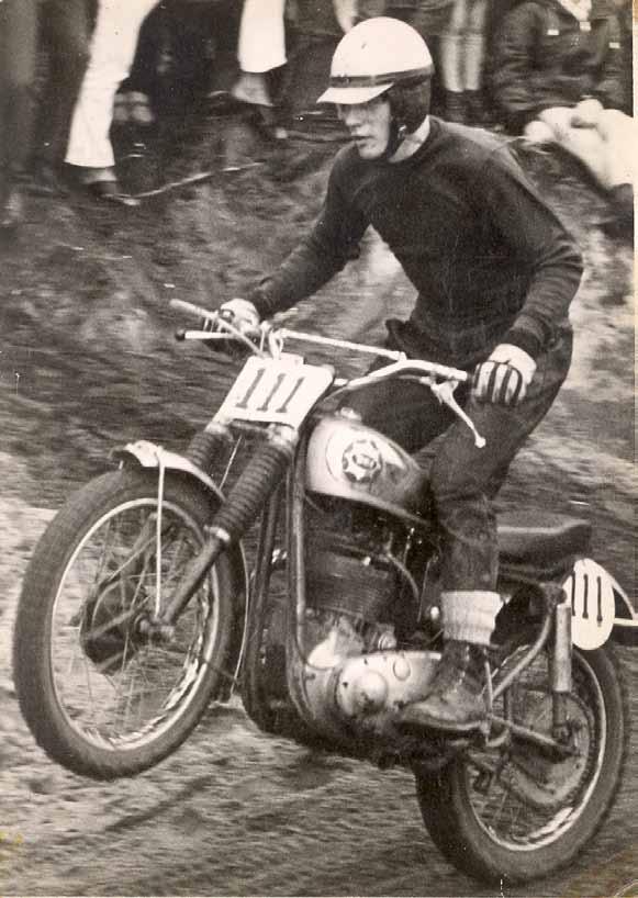 Rikus Lubbers begon in de jaren zestig van de vorige eeuw zijn imposante cross carrière op een solomotor. In zijn geval een echte BSA Gold Star.