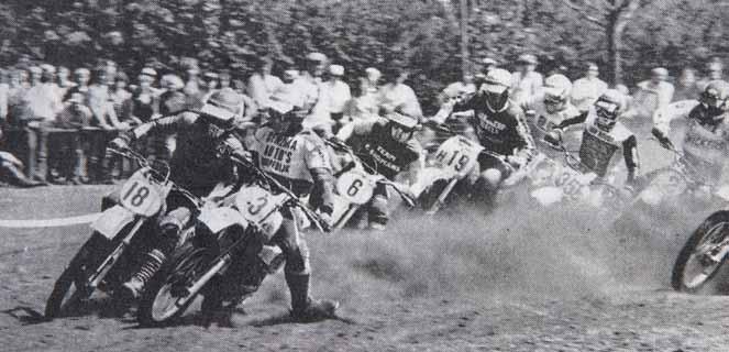 Poppinga (3) en Johan Scheele schouder aan schouder bij de start in Norg, 1981.