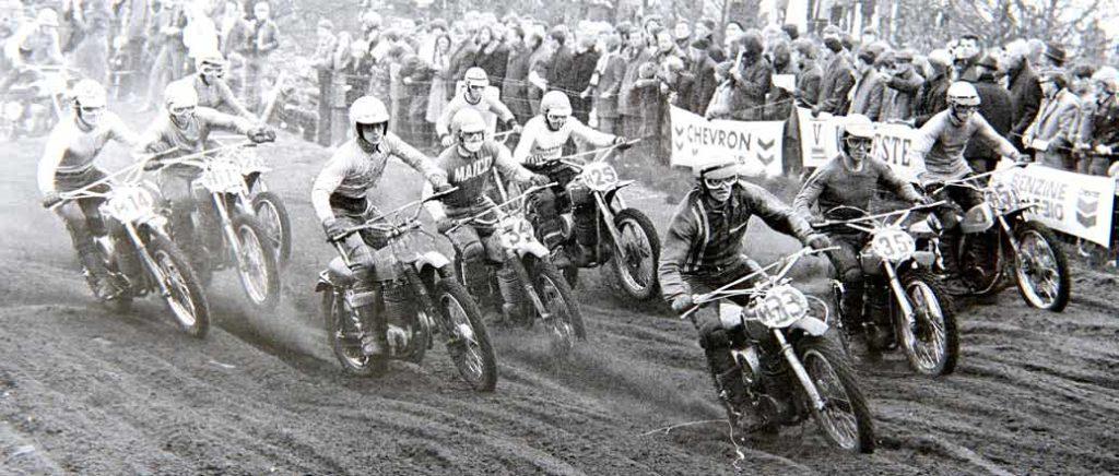 Een beeld uit 1971, met naast kopstarter Karsmakers (33) onder meer de Zweden Ake Jonsson (34) en Bengt Aberg (35), plus de Nederlanders Stef van der Sluis (5), Frans Sigmans (4), Peter Willems (14) Jo Lammers (11), Jan van Beek (26) en Jaap Eggens (25).