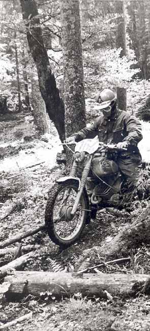 Ook toen al een 'extreme-test' met boomstammen! In '66 en '69 werd hij kampioen op een Zündapp.