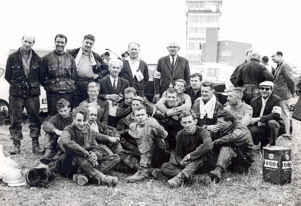De Nederlandse deelnemers aan de ISDE op Isle of Man. Wie kent al deze mannen?